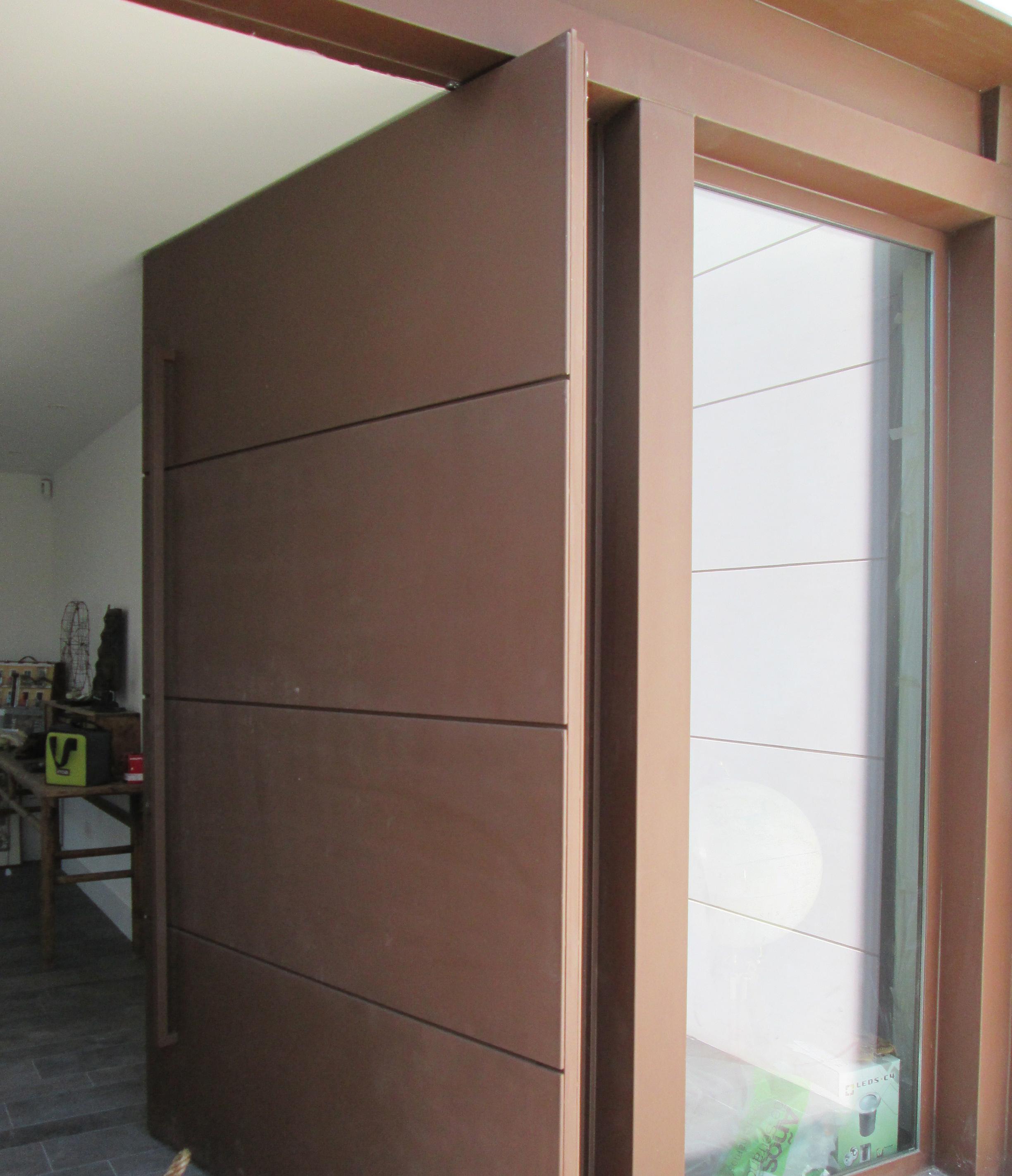 puerta pivotante acabados y mxima seguridad