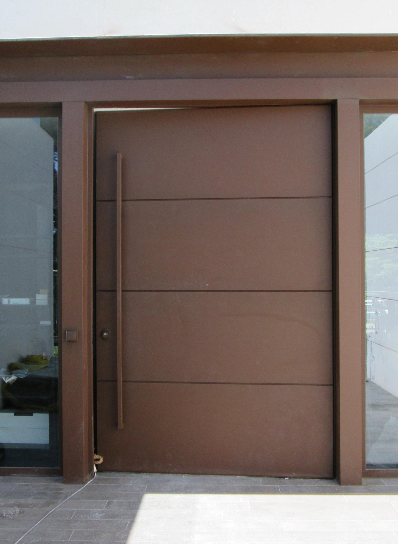 Puertas pivotantes de exterior de m xima seguridad - Puertas de chalet ...