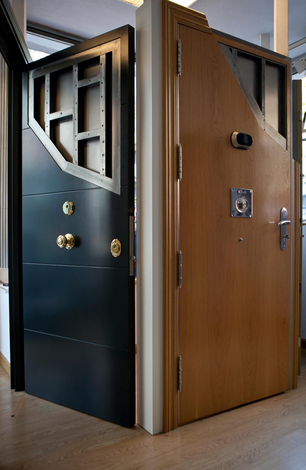Fotos de puertas roconsa roconsa for Puerta blindada casa