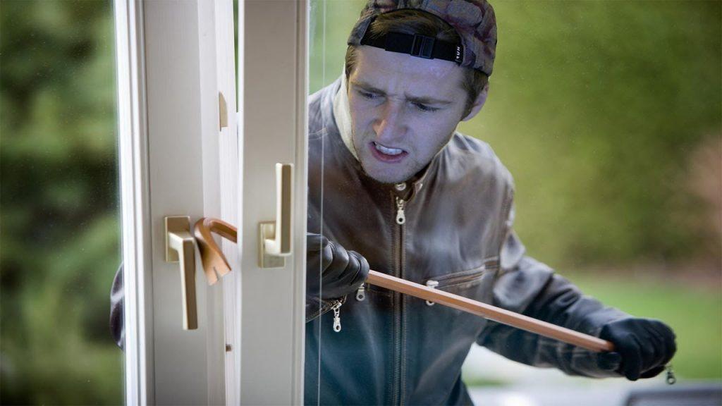 ladron-entra-casa