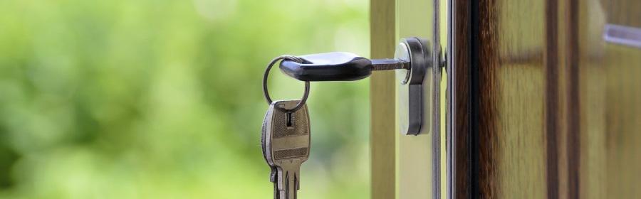 cómo instalar una puerta